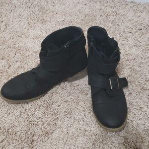 Steve Madden black leather booties sz 7